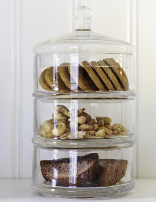 Pastell Koket : Fovaring i tre voningarKakburk i glas med tre voningar, 149 kronor