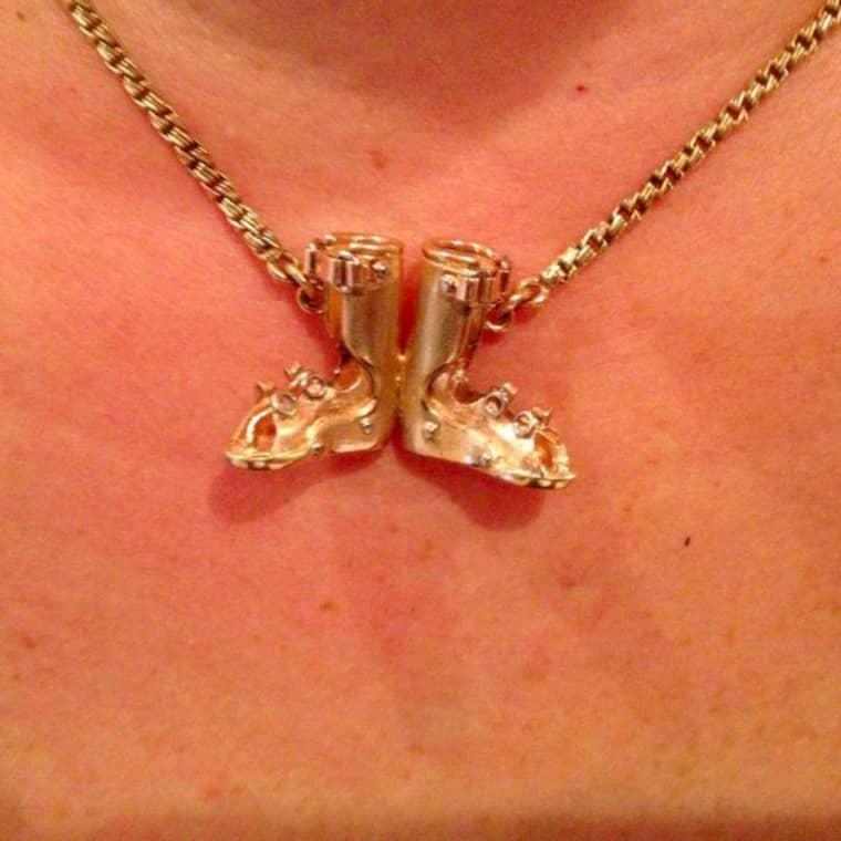 Nu efterlyser Emma Sergel-Runsten halsbandet som betyder oerhört mycket för henne. Foto: Privat