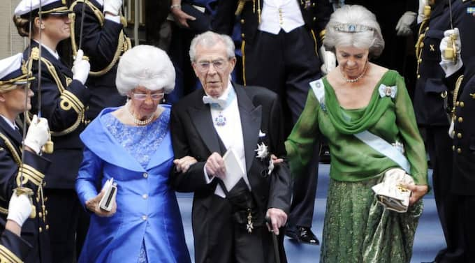 Greve Carl Johan Bernadotte (i mitten) på Daniel och Victorias bröllop 2010. Foto: Jan Düsing