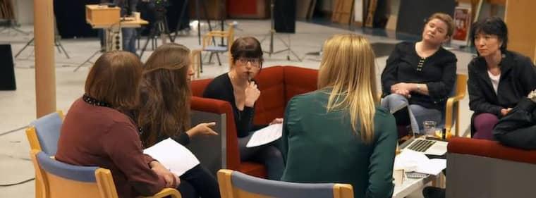 """NÄTHATADE. I gårdagens """"Uppdrag granskning"""" i SVT1 berättade flera svenska kvinnor om hur de hotats på nätet. En av dem var Expressens ledarskribent Ann-Charlotte Marteus, tvåa från höger. Foto: SVT1/UPPDRAG GRANSKNING"""