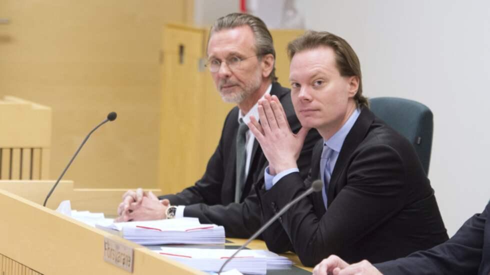 SD:s Martin Kinnunen med advokaten Thomas Olsson. Foto: Sven Lindwall