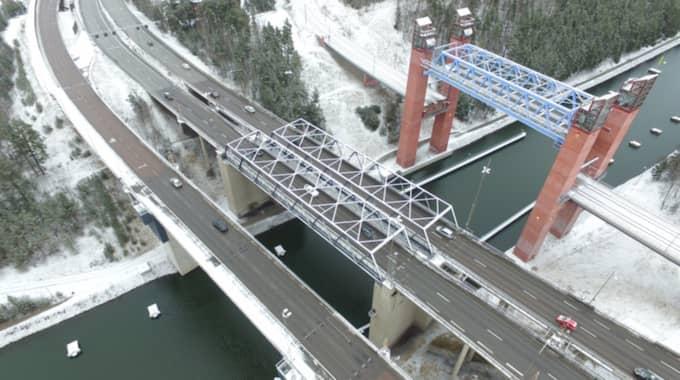 Här är bron i Södertälje där olyckan skedde. Foto: Janne Åkesson/Swepix