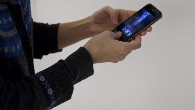 Tack vare att 12-åringens föräldrar satte på spårningsfunktionen på mobilen kunde polisen hitta rånaren som tog hans telefon. Foto: Lisa Mattisson