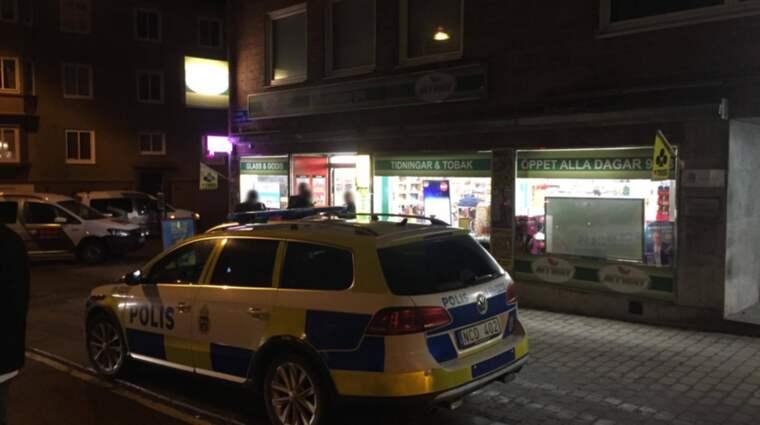 En närbutik rånades strax före klockan 22 på måndagskvällen. Foto: Andreas Andersson