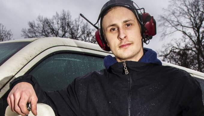 OIiver Eriksson, 22, elektriker, Johanneberg: Ja, det är när jag har missat gå tillbaka i tid. Det händer både på jobbet och privat. Man snålar med tiden. Jag träffade precis p-vakten här och hann lägga i nytt. Så länge avgiften går till något viktigt så är det bra, det är ändå jag som har begått ett misstag. Foto: Henrik Jansson
