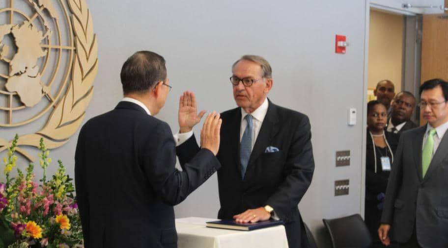 Här svär Jan Eliasson FN:s ed och blir därmed FN:s näst högste chef. Foto: Lars Näslund