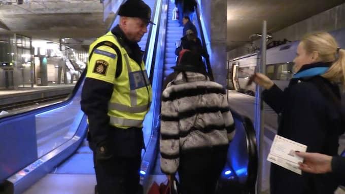 Nu har id-kontrollerna införts för tågresenärer mot Sverige Foto: Peo Möller