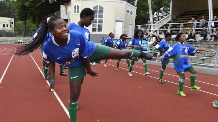 Ferroviário de Maputo har kommit hela vägen från Moçambique för att tävla i klassen för flickor 16 i Gothia Cup. Foto: Tommy Holl