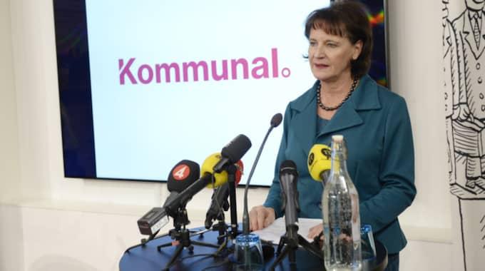 """""""Medlemmarna är kommunal, som ordförande är det deras uppdrag som jag har. De som jag har träffat under min tid de bär den svenska välfärden på sina axlar och kämpar för bättre arbetsvillkor och för att vi ska bli ett bättre fackförbund"""", säger Annelie Nordström vid en presskonferens på onsdagen. Foto: Jessica Gow/TT"""