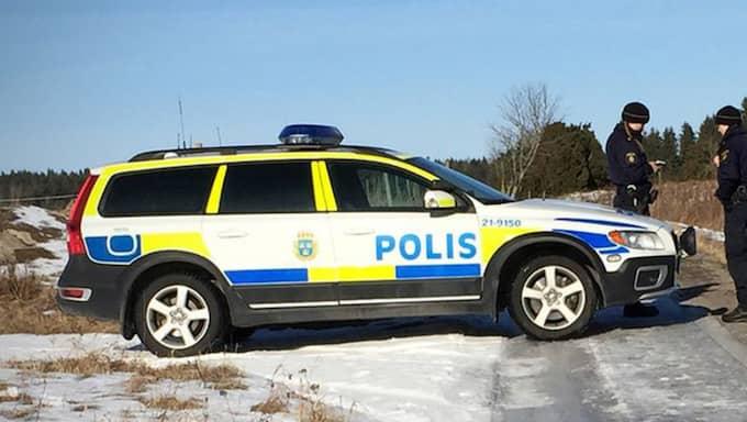 Nu avslöjar SVT Uppsala att det dröjde närmare fyra timmar innan polisen bröt sig in i bostaden: klockan 02.42. Foto: Magnus Hellström/SVT Nyheter Uppsala