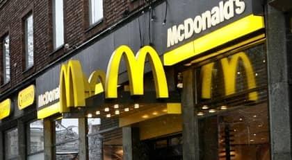 SVT:s Dokument inifrån märkte upp kycklingsallader på en McDonaldsrestaurang. Nästa dag såldes alla sallader med ny datummärkning. Obs! Restaurangen på bilden har ingen direkt koppling till artikeln. Foto: Leif Jacobsson