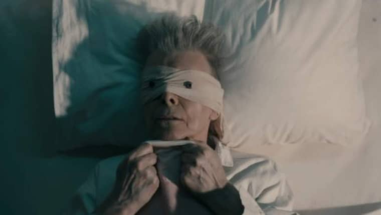 """""""Look up here I'm in heaven"""". Så inleds texten till """"Lazarus"""", David Bowies sista musikvideo."""