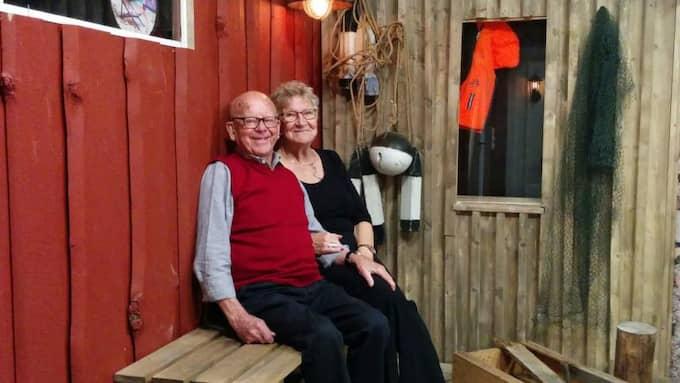 Hans och Gun Johannesson är två av de besökande pensionärerna i det nya rummet med havsinspiration Foto: Privat