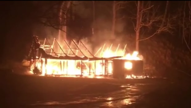Våldsam brand vid herrgård