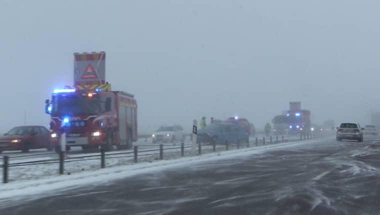 OLYCKSDAG. Fler olyckor inträffade i går på E6 vid Ängelholm. Vid 11-tiden kolliderade en bil med mitträcket vid trafikplats Höja.