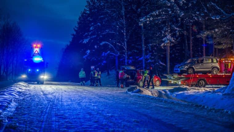 Två bilar kolliderade under söndagseftermiddagen på länsväg 722 nära Säter i Dalarna.