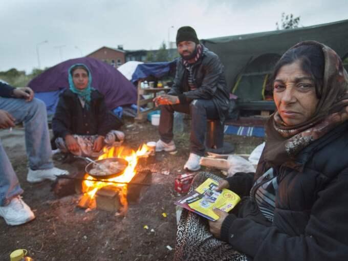 Maria har tillsammans med sin man Vasile kommit till Malmö för att tigga. Nu är hon sjuk och försöker komma hem till Rumänien. Foto: Drago Prvulovic/Malmobild Ab