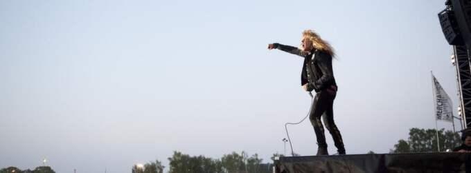 TUNGT. Skid Rows Sebastian Bach får inte spelningen på Sweden Rock att lyfta - förrän Dee Snider kommer. Foto: LUDVIG THUNMAN