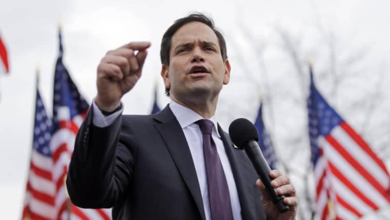 Marco Rubio får stöd från Mitt Romney Foto: Mark Humphrey