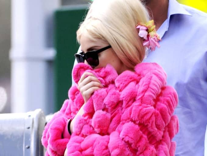 Lady Gaga har tidigare blivit kritiserad för att ha burit äkta päls från Armani. Foto: Pacificcoastnews.Com / STELLA PICTURES PACIFICCOASTNEWS.COM