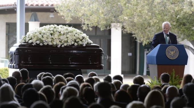 Här förs Nancy Reagan till sista vilan. Foto: Mike Nelson / Epa / Tt