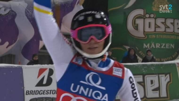 Hansdotter firar sin andraplats. Foto: SVT