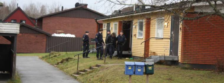 Det var i december förra året som den 29-åriga kvinnan hamnade i en lägenhet i Mariannelund. Tvåbarnsmamman trodde att det handlade om en förfest, men i stället blev hon våldtagen av åtta män.