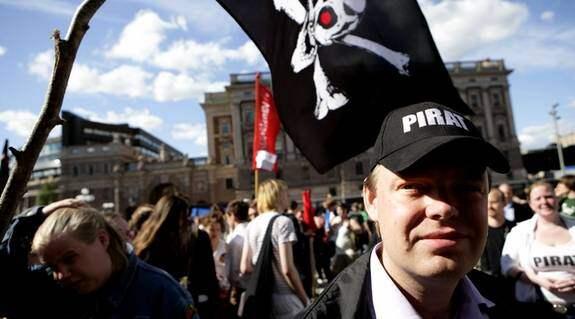 Rick Falkvinge under Piratpartiets demonstration med anledning av razzian mot Pirate bay. Foto: Jörgen Hildebrandt