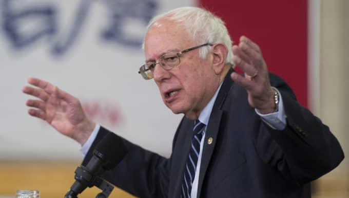 Frågan är om hennes främsta motståndare i kampen om den demokratiska presidentkandidaturen Bernie Sanders kommer att utnyttja detta. Foto: Evan Vucci