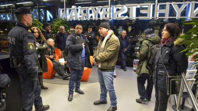 Enligt TT är aktivisterna upprörda över nyhetsbevakningen av det senaste halvårets intensifierade våld och säkerhetsoperationer i Turkiet. Gruppen säger sig ha uppvaktat en rad svenska redaktioner. Foto: Henrik Montgomery/TT