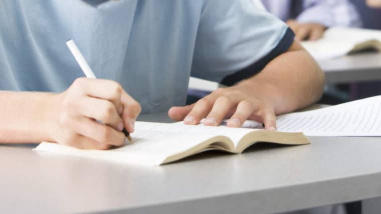 På Fridaskolan i Trollhättan går många elever med toppbetyg. Men på Pisaprovet svarade de fel på över hälften av frågorna. Foto: Colourbox