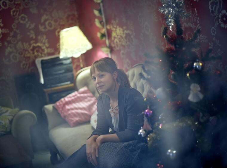 """ORO. """"Barnen börjar oroa sig för julen så fort det blir december. Många fasar för att det ska bli fylla och bråk hemma."""" Jenny Säflund arbetar med samtalsstöd med de barn och tonåringar som söker sig till Unga Station, Stadsmissionen. Foto: Martin Von Krogh"""