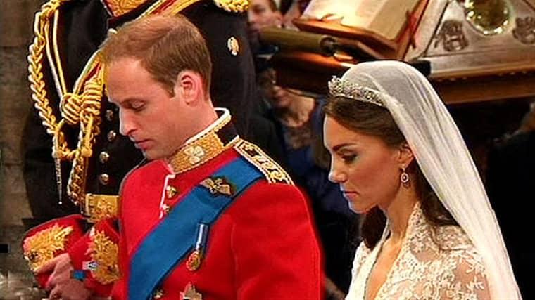 En läppläsare har tolkat vad prins William och Kate sa till varandra under bröllopet.