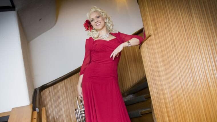 Gunhild har många vackra kreationer som ska få plats i hennes garderober. Foto: Christer Wahlgren