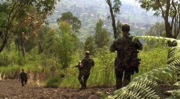 En grupp svenska fallskärmsjägare var nära att skjutas och huggas ihjäl i Kongo sommaren 2003 när de attackerades av milismän. Svenskarna kunde inte försvara sig då deras vapen slutade att fungera. Foto: FÖRSVARET
