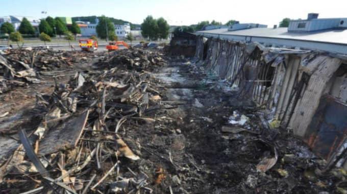 Värden för 63 miljoner kronor förstördes i jättebranden på Backaplan. Foto: Räddningstjänsten
