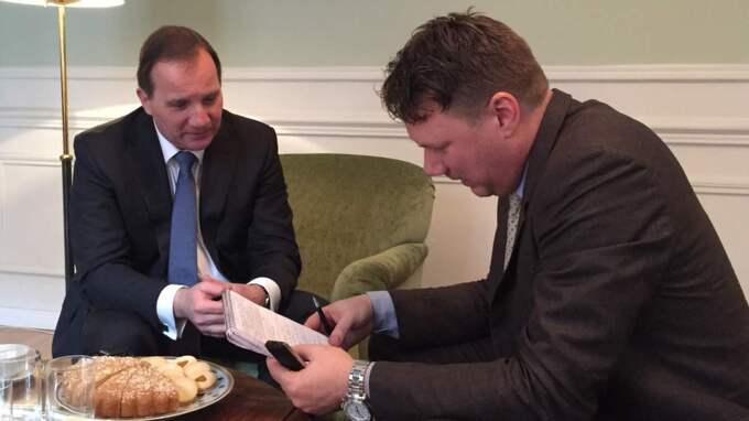 Statsministern intervjuas av Expressens politiske reporter Niklas Svensson under besöket i Madrid.