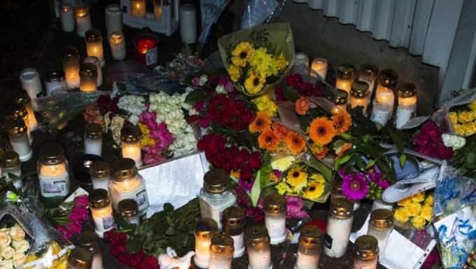 Sorgen var stor i Uddevalla efter trippelmordet. Foto: Robin Aron