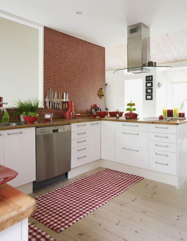 ... Ikea. Fläktkåpa i rostfritt, Whirpool. Brödkorg, Su Casa. Korgar