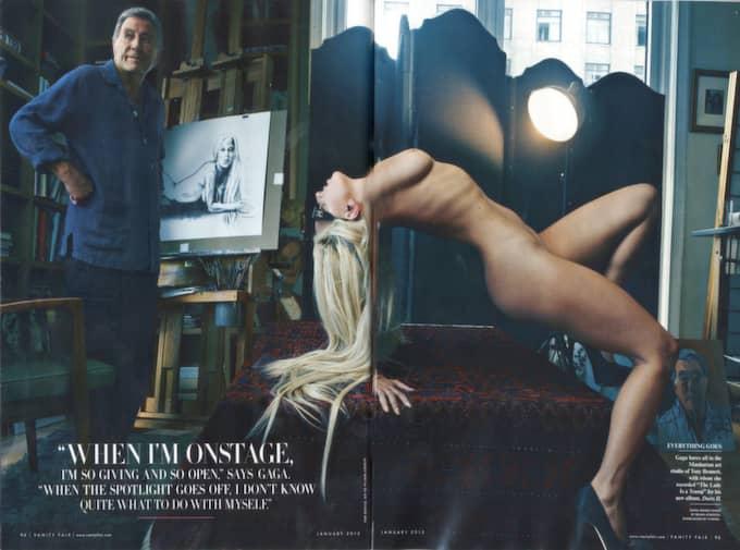 Faksimil på uppslaget i tidningen Vanity Fair där Lady Gaga viker ut sig helt naken bredvid Tony Bennet - som målar av henne.