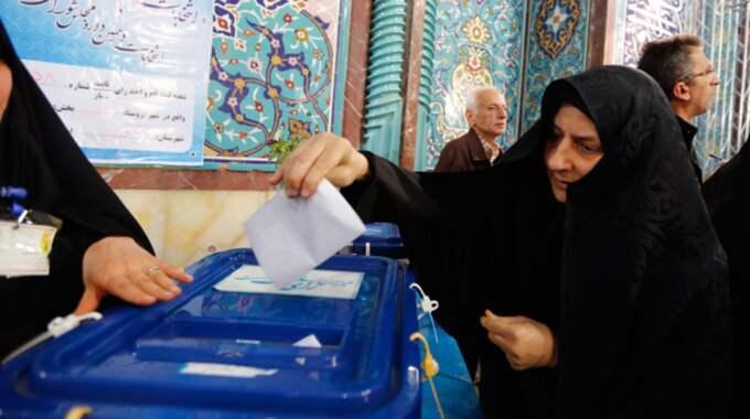 120 000 vallokaler har öppnats i landet. Foto: Abedin Taherkenareh / Epa / Tt