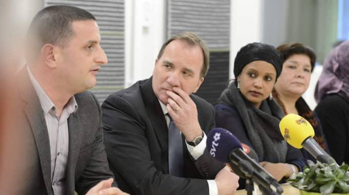 Statsminister Stefan Löfven kom på fredagen till Vårväderstorget i Göteborg direkt från sitt toppmöte i Bryssel. Foto: Anna Svanberg