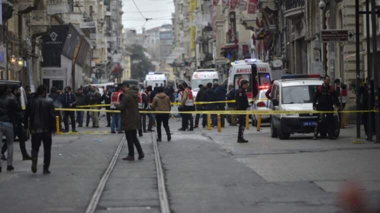 Minst fyra personer har dött i en explosion på en gågata i Istanbul. Foto: Deniz Toprak / Epa / Tt / EPA TT NYHETSBYRÅN