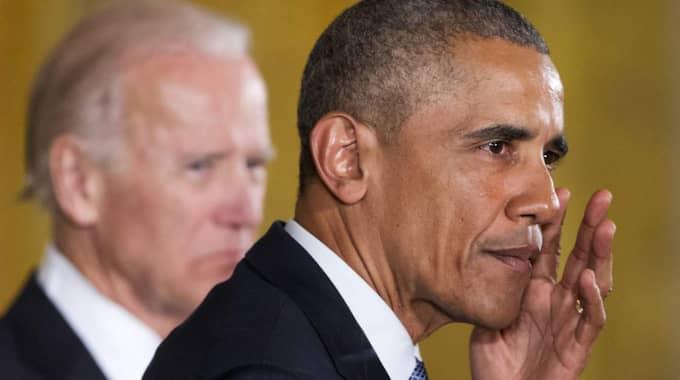 När Barack Obama pratade om familjer och barn som drabbades av vapenvåld torkade han bort tårar ur ögonen. Foto: AP