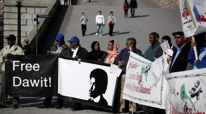 INOM SYNHÅLL FRåN ROSENBAD. Eritreanska demonstranter kräver Dawit Isaaks frigvning på Mynttorget i Stockholm. Foto: Robban Andersson