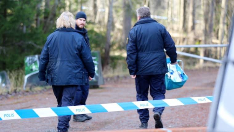 I går hittades de mänskliga kvarlevorna. Nu utreder polisen mord. Foto: Stefan Johansson Sthlm Ab