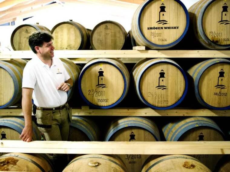 Stolt fabrikör. Pär Caldenby har äntligen påbörjat försäljningen av västsvensk whisky. Av premiärleveransen till Systembolaget gick en fjärdedel åt - på två minuter. Foto: Robin Aron