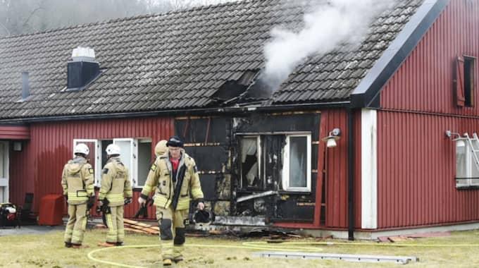 Flera byggnader eldhärjades i Marks kommun. Foto: Joakim Eriksson