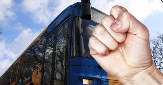Två bussar åkte ifrån mannen inom loppet av 30 sekunder. Där hade den här historien slutat - om det inte vore för farmorn Anita Karlsson, 63.