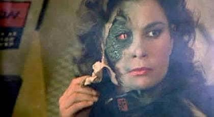 """UTOMJORDING. Sanningsrörelsen hävdar att utomjordingar styr världen. Bilden från serien """"V""""."""